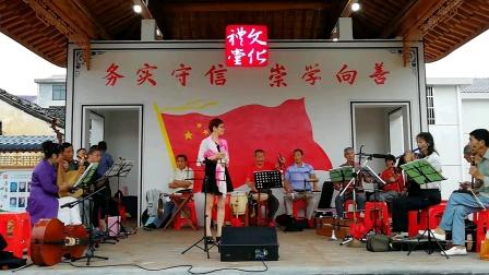 浦江县戏迷张丽:在仙华街道天仙村演唱《红梅满园香》