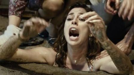 女孩独自1人去酒吧,结果被渣男塞进下水道,想跑根本跑不掉!