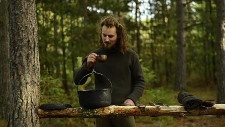 【全职野人】荒野的木工铁匠露营,维京后裔。-04. 桌子和勺子制作