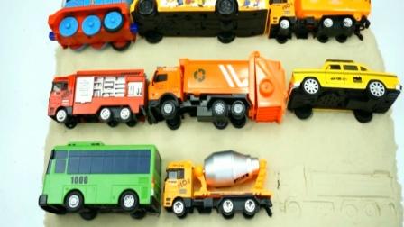 给玩具车校车翻斗车出租车垃圾车消防车找到合适的位置 创意玩具