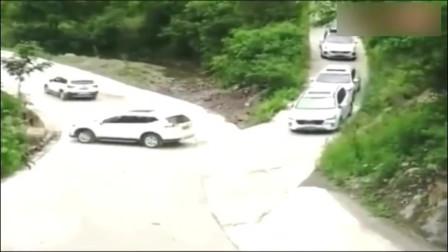 监控:一到转弯,你就能分出谁是老司机谁是新手了