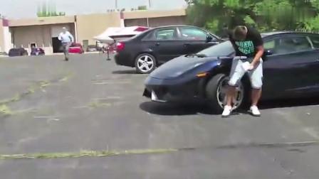 美国新泽西小伙:小哥为拍视频恶搞豪车车主,结果车主直接掏枪,这下作死了!