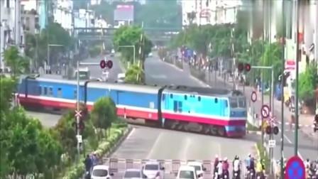 印度监控:货车穿过马路而行,我还是头次见