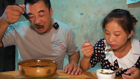 女儿想吃果冻,做三盘不同颜色的凉粉,酸辣Q弹,两父女吃爽了