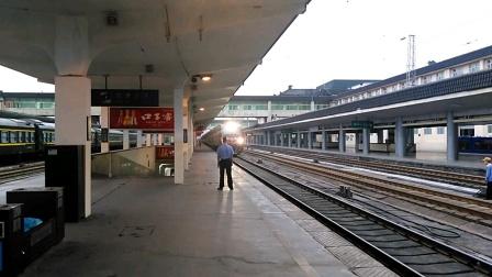 K361/0次(上海——银川)西安站3道停车