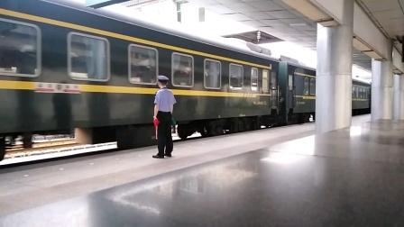 K245/8次(扬州——成都)西安站1道停车