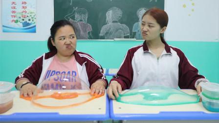 臭臭和同学PK无硼砂泥,比赛过程超级激烈,谁才是赢家?