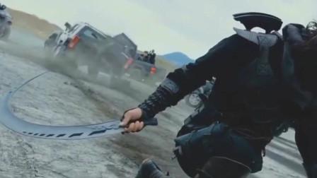 忍者一刀劈开一辆车