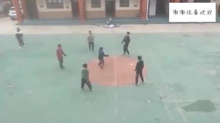 中国足球的未来?小学生不落地足球接力,国足敢挑战一下吗