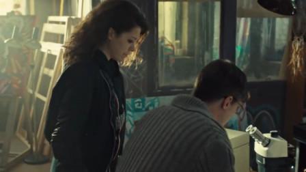 莎拉捡了一包烟, 就开始发疯,到底什么刺激了她?