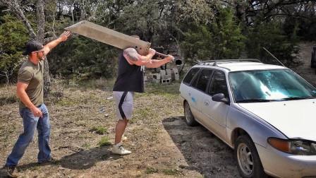 100斤重的刀能将汽车劈开吗?老外大胆一试,结果大吃一惊