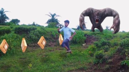 现实生活中迷失丛林,小孩仅凭一招消灭怪物,全程超精彩!