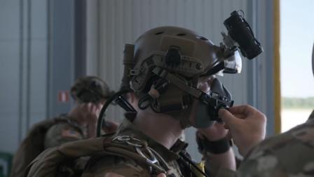 美军绿色贝雷帽和拉脱维亚特种部队联合跳伞
