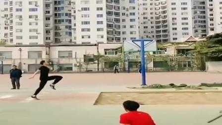 """你这一跳,体育老师都吓一跳,日本网友:这是安装了""""弹簧腿""""吧"""