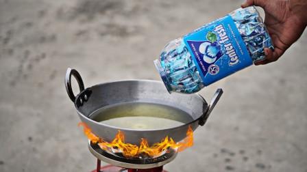 把口香糖放进油锅炸会变成棉花糖吗?老外实测,结局太意外了!