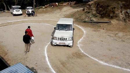 印度人是如何考驾照的?镜头拍下考试过程,网友:还有这种操作