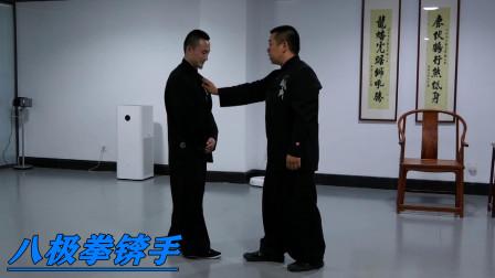 八极拳锛手:胡玉涛老师示范撕剥摞带,近距离打击的招式