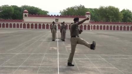 印度士兵练踢正步,有种莫名的喜感啊,哈哈