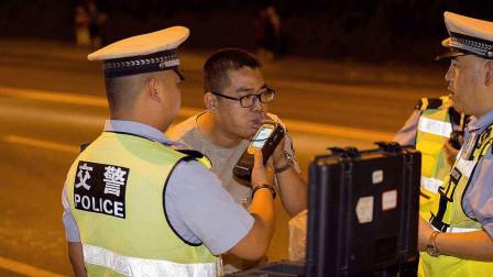 """""""我就下车尿个尿""""酒后开车换座位,司机编个借口糊弄民警"""