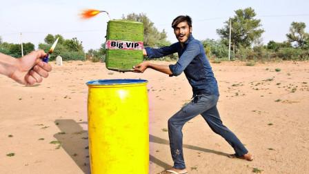 外国小哥作死实验,把超大炮竹放进水桶里,结果超级震撼了!
