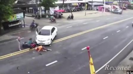 同一天两辆车发生同样的车祸,假如没有监控,打死我也不相信