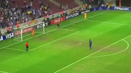 足球场点球助跑15秒,把门将都快被急死了,看完快要笑喷了!