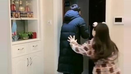 表哥出门买点东西,一进家门,表嫂就给他消毒安全意识太高了!