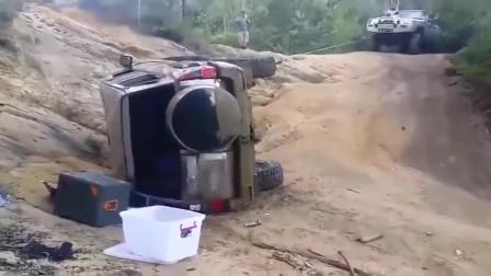 监控:翻车不要怕,一脚油门给你拉回来
