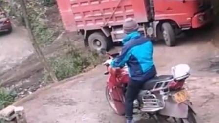 监控:看这大货车爬坡,太菜了,我都急出了一身汗
