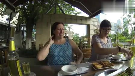 """老外在中国:吃货老外带老婆品尝中国""""怪虫"""",4个菜吃得老外感慨中餐伟大!"""