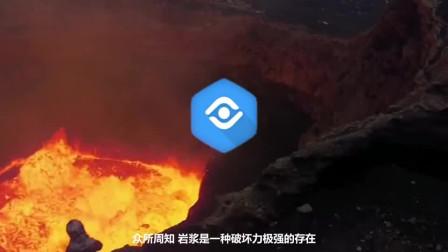 用1000℃岩浆能够浇筑出宝剑吗?老外亲测,这结果有点意思!
