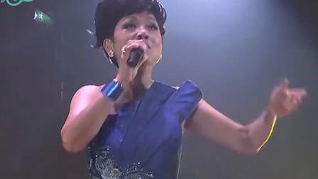 《上海滩》的原唱叶丽仪,六十岁高龄,一开口照样美不胜收