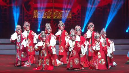 十位新娘齐演豫剧《抬花轿》从今后再不当那老闺女,这结婚场面好