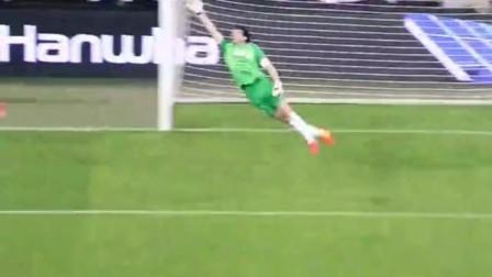 意甲648场!布冯超越马尔蒂尼成为意甲出场最多球员。