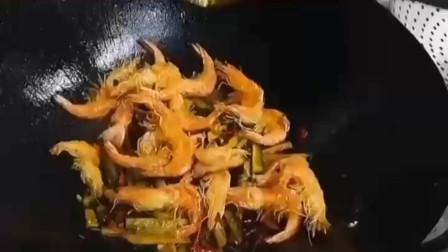 干锅香辣虾怎么做美味呢?厨师长教你技巧,出锅特别有味