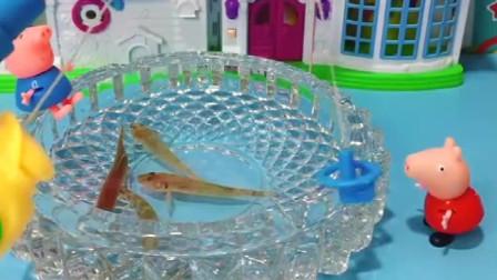 乔治你这样能钓到鱼吗?小朋友们,你们会钓鱼吗!