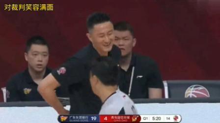表情管理大师杜锋,暂停时间怒骂队员,对裁判笑容满面!