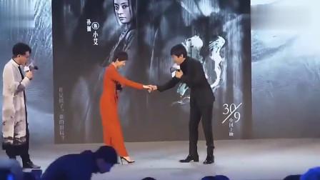 """孙俪霸气上场,邓超立马上前跟她握手,""""妻管严""""的称号是坐实了"""