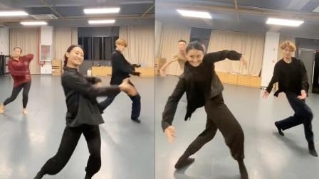 百看不厌!热情奔放的蒙古舞蹈配上不一样的BGM,魔性啊!