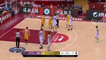 """山东vs广厦:又干趴下了一个!陶汉林这次躺枪""""了!"""