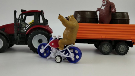 儿童玩具汽车,光头强开着拖拉机逃跑,熊大熊二开着拖拉机追!途中遇上了麻烦,最后还是抓到了光头强!