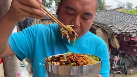 甘肃农村人的乡愁饭吃过吗?天冷了来一碗太美味,给肉都不换!