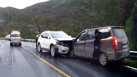 交通事故合集:不看后视镜随意变道,还好ESP给力