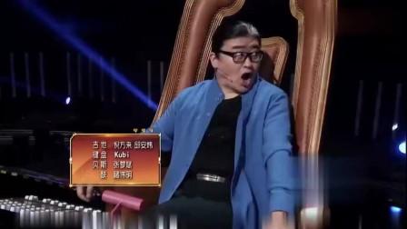 女生上台还没开唱!前奏一上来,刘欢周华健就高兴得合不拢嘴