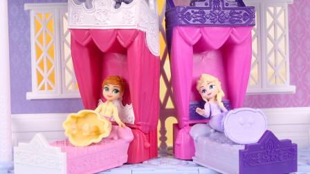 冰雪奇缘城堡娃娃屋开箱试玩,爱莎公主和安娜公主的公主床好漂亮