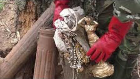 大叔野外寻宝,竟意外收获黄金雕像,这下不用种地了!