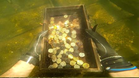 """小哥旅行时潜水,竟意外收获""""宝箱"""",网友:这运气没谁了!"""