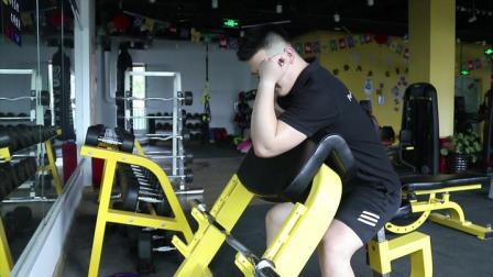 手臂肱二头肌强化训练,学会这个动作,让手臂充满力量