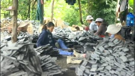 越南女工人用手工剥落加工天然石材,都是出口外贸的石片