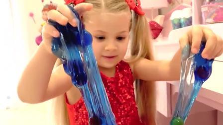 国外儿童时尚,小萝莉玩水晶泥,看起来真好玩
